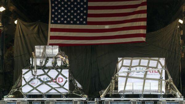 Партия из 50 аппаратов искусственной вентиляции легких, доставленная американским военный самолет Boeing C-17 Globemaster III, в аэропорту Внуково