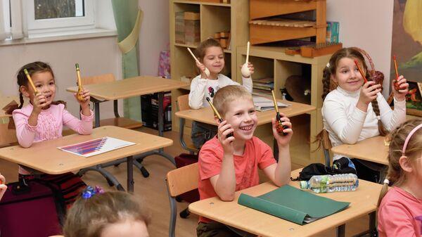 Дошкольники на занятии по сольфеджио в хоровой школе Весна