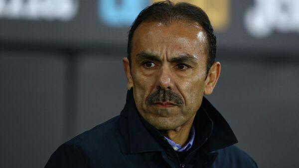 Главный тренер немецкого футбольного клуба Санкт-Паули Йос Лухукай