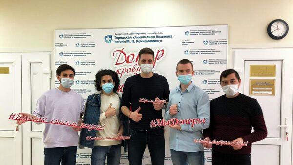Студенты Первого казачьего университета после сдачи плазмы для больных коронавирусом