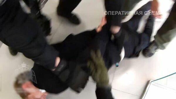Задержание захватчика отделения банка в Москве. Видео Росгвардии