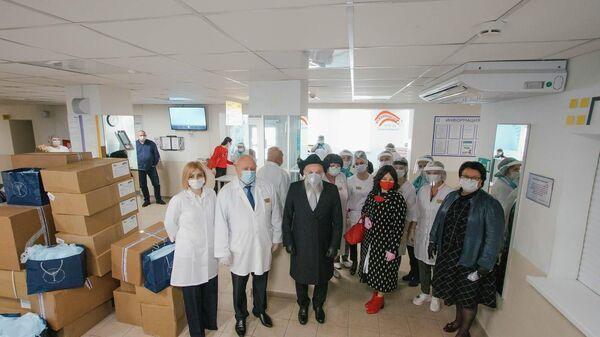 Федерация еврейских общин России (ФЕОР) раздает врачам продуктовые наборы и средства защиты  от COVID-19