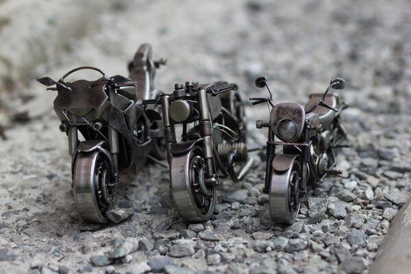 Готовые миниатюрные копии мотоциклов, изготовленные мастером Станиславом Черновасиленко