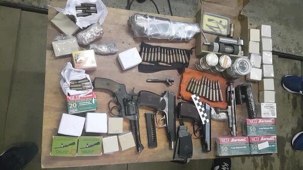 Огнестрельное оружие и боеприпасы, изъятые сотрудниками ФСБ РФ
