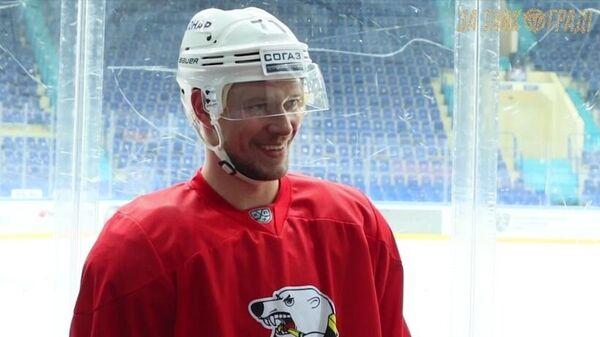 Нападающий хоккейного клуба Трактор Александр Авцин
