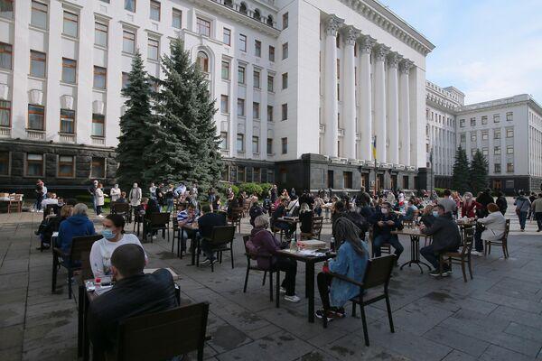 Акция с требованием отмены карантина в Киеве