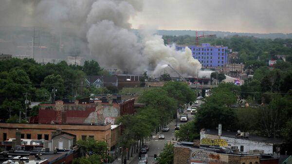 Дым во время беспорядков в Миннеаполисе