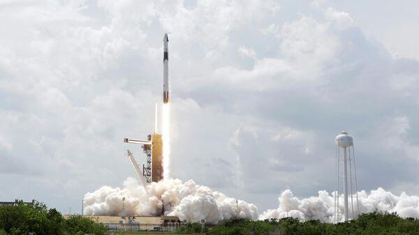 Запуск ракеты Falcon 9 с кораблем Crew Dragon  с двумя астронавтами НАСА на борту