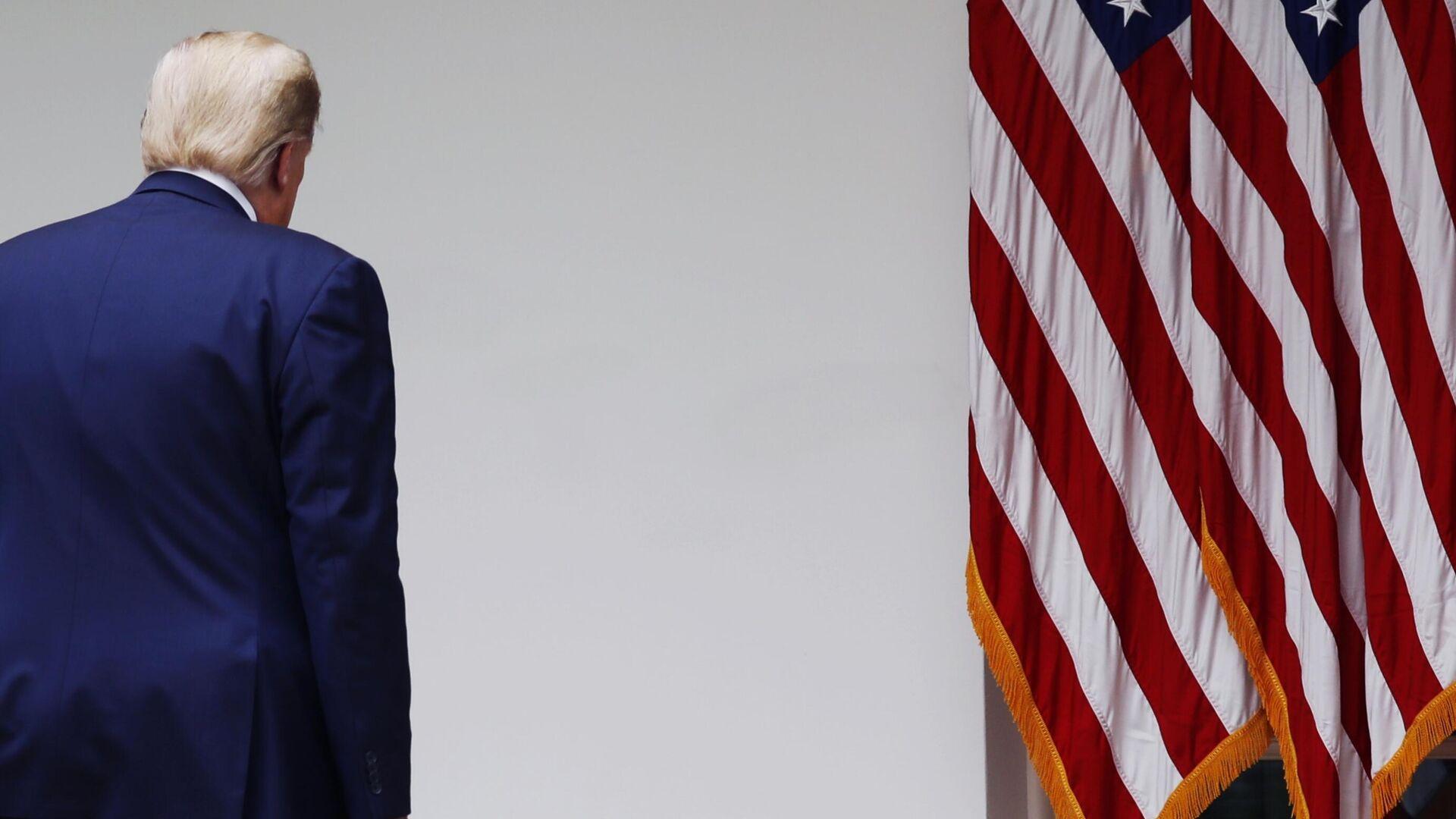 Президент США Дональд Трамп после окончания брифинга в Розовом саду Белого дома - РИА Новости, 1920, 19.06.2020
