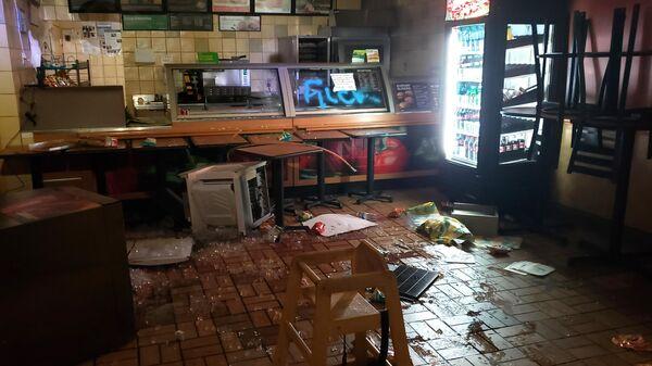 Разграбленное кафе в Миннеаполисе