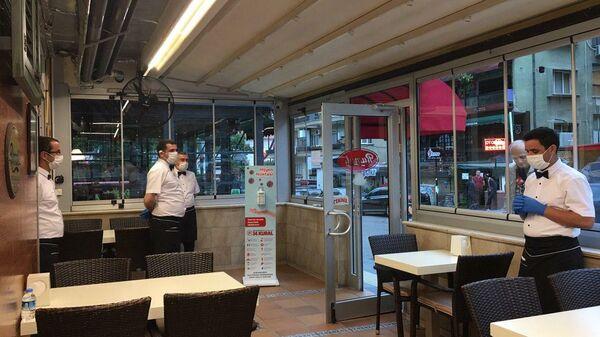 В Турции после двухмесячного перерыва открылись рестораны и кафе