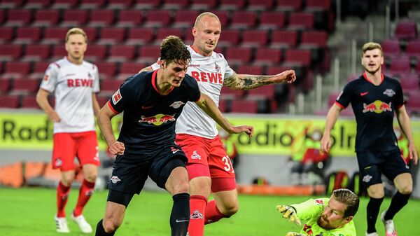 Leipzig's Czech forward Patrik Schick (L), Cologne's German defender Toni Leistner (C) and Cologne's German goalkeeper Timo Horn vie for the ball during the German first division Bundesliga football match FC Cologne vs RB Leipzig, in Cologne on June 1, 2020. (Photo by Ina FASSBENDER / various sources / AFP) / DFL REGULATIONS PROHIBIT ANY USE OF PHOTOGRAPHS AS IMAGE SEQUENCES AND/OR QUASI-VIDEO