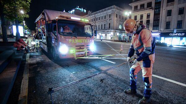 Нанесение временной дорожной разметки к параду Победы в Москве