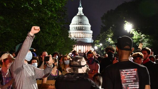 Участники акции протеста против полицейского насилия в Вашингтоне