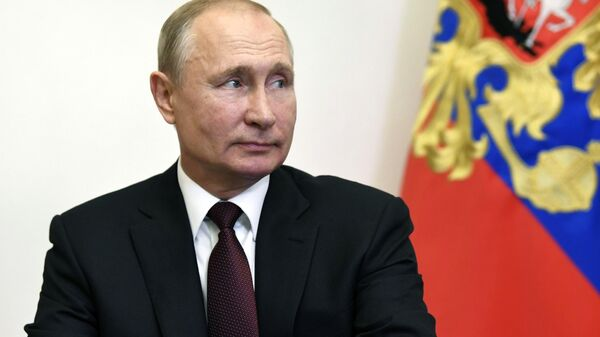 Президент России Владимир Путин проводит оперативное совещание с постоянными членами Совбеза в режиме видеоконференции