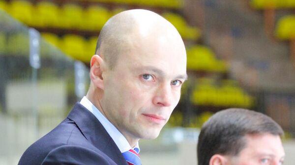Главный тренер юношеской сборной России по хоккею (до 17 лет) Владимир Потапов