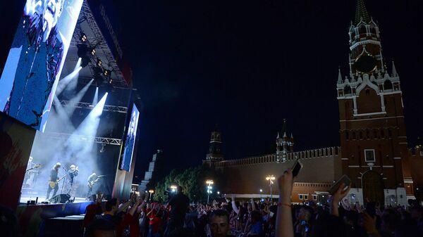 Группа Би-2 выступает на концерте в рамках церемонии вручения VIII Всероссийской премии Выпускник-2018 в Москве