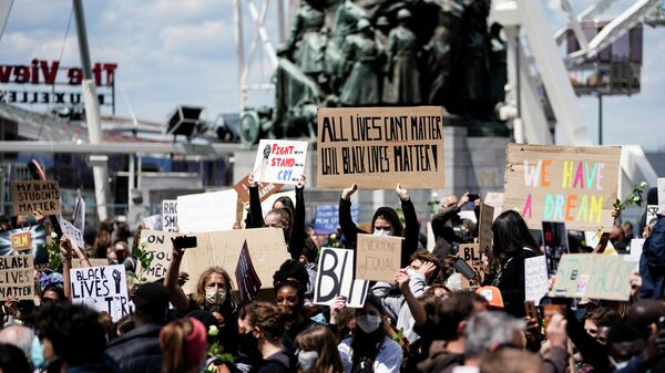 Участники акции протеста против расизма в Брюсселе