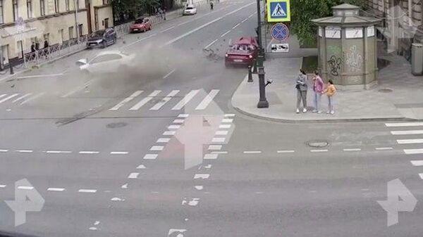 Опубликовано видео смертельного ДТП с Ferrari в Петербурге