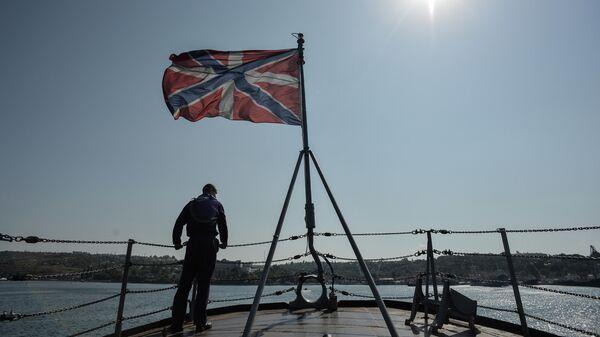 Матрос на сторожевом корабле Ладный на военно-морской базе Черноморского флота РФ