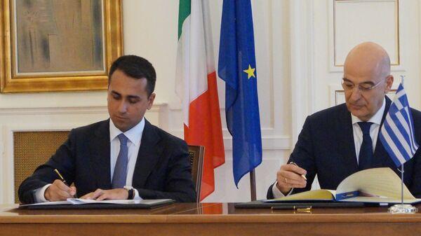 Министры иностранных дел Греции Никос Дендиас и Италии Луиджи Ди Майо подписали соглашения по разграничению морских зон