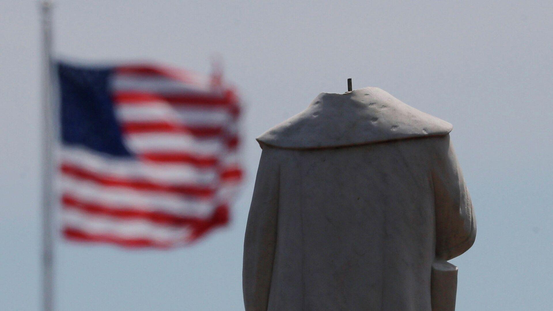 Памятник первооткрывателю Америки Христофору Колумбу в Бостоне, обезглавленный во время протестов - РИА Новости, 1920, 16.06.2020
