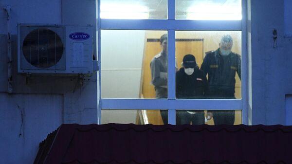 Актёр Михаил Ефремов выходит из Таганского суда в Москве, где ему была избрана мера пресечения в виде домашнего ареста