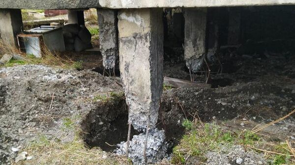 В посёлке Холодный Магаданской обласьти объявили ЧС из-за разрушающихся свайных опор одного из домов