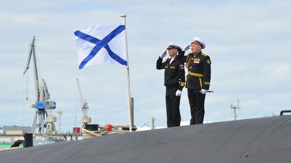 Поднятие Андреевского флага на ракетном подводном крейсере стратегического назначения проекта 955А Князь Владимир