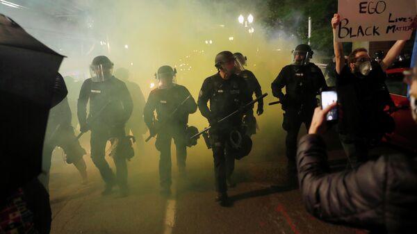 Полиция разгоняет демонстрантов в Портленде