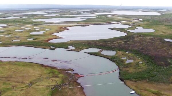 Место разлива дизельного топлива из резервуара ТЭЦ-3 под Норильском
