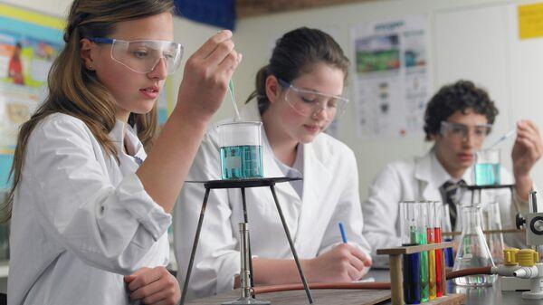 Студенты в лаборатории