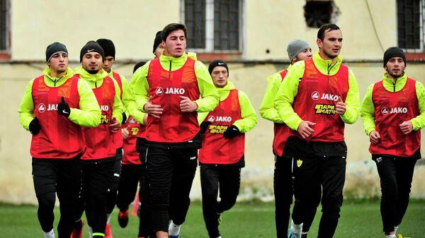 Игроки ФК Анжи во время тренировки