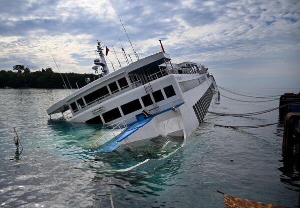Паромная переправа в порту Падангбай на острове Бали