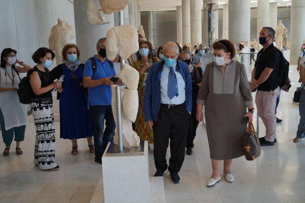 Министр культуры и спорта Греции Лина Мендони и президент Музея Акрополя Димитрис Падермалис