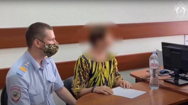 В Астрахани по подозрению в убийстве 12-летнего мальчика задержана его мать. Стоп-кадр видео