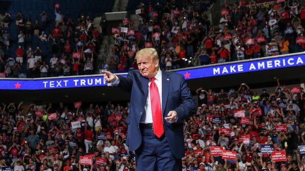 Президент США Дональд Трамп во время выступления в Талсе, штат Оклахома