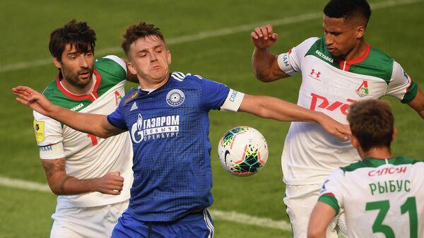 Игровой момент матча Локомотив— Оренбург