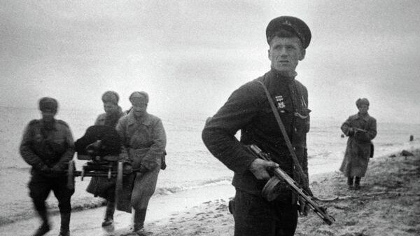 Бойцы Красной армии во время Керченской десантной операции