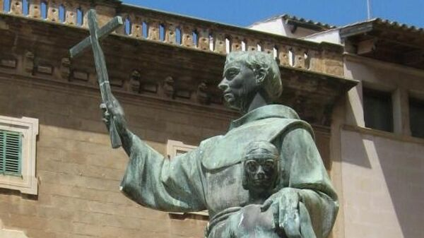Памятник миссионеру Хуниперо Серре в Пальма-де-Майорке