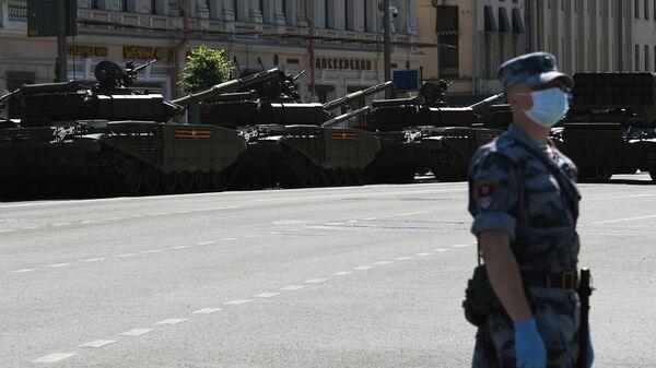 Военная техника перед началом  военного парада в ознаменование 75-летия Победы в Великой Отечественной войне 1941-1945 годов на Красной площади в Москве
