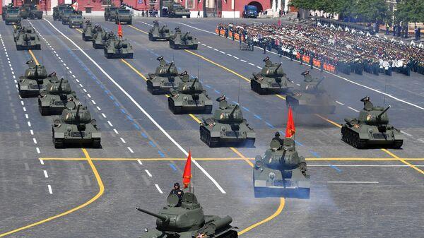 Зенитный ракетный комплекс С-400 Триумф во время военного парада Победы в Великой Отечественной войне 1941-1945 годов