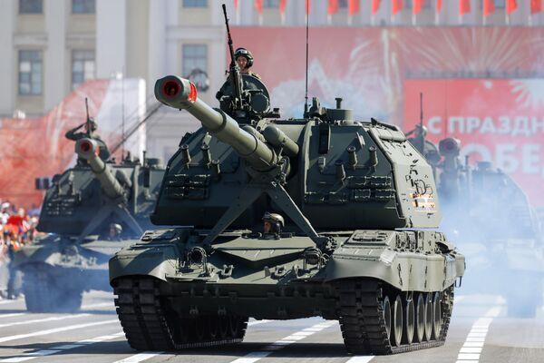 Самоходная артиллерийская установка (САУ) Коалиция-СВ во время военного парада в ознаменование 75-летия Победы в Великой Отечественной войне 1941-1945 годов в Санкт-Петербурге