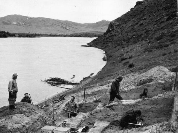 Раскопки в республике Бурятия в 1976 году