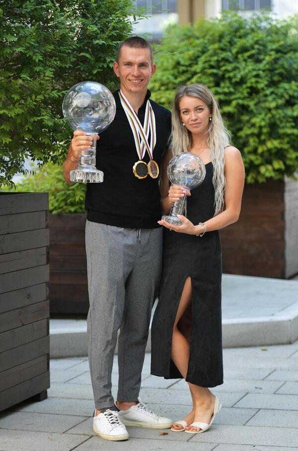 Александр Большунов с супругой