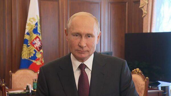Мы в вас верим: Путин поздравил выпускников с окончанием учебы
