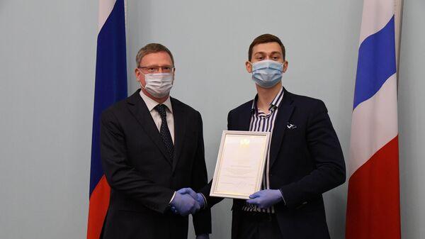 Губернатор Омской области Александр Бурков во время вручения молодежных премий лидерам общественных организаций