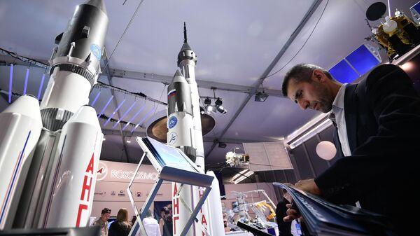 Макеты ракетоносителей Ангара-А5 на стенде Роскосмоса