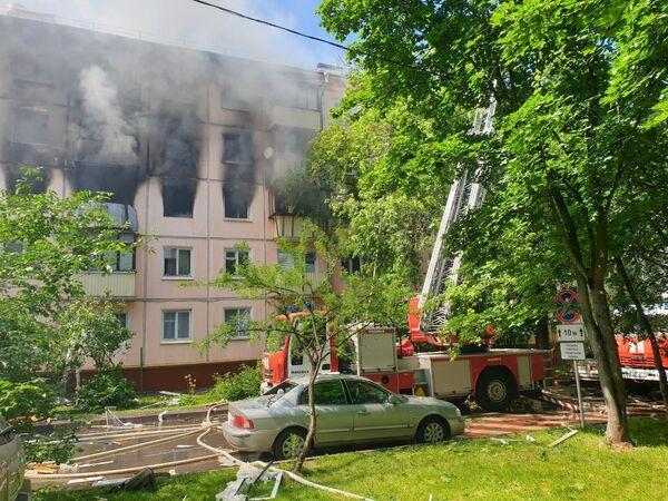 На месте пожара на улице Проходчиков в Москве