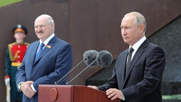 резидент РФ Владимир Путин и президент Белоруссии Александр Лукашенко на церемонии открытия Ржевского мемориала
